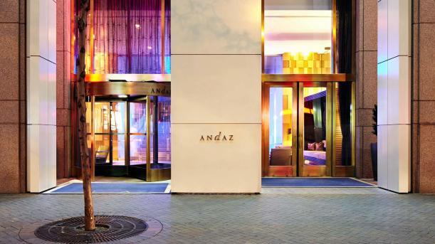 andaz-wall-street-a-concept-by-hyatt-entrance